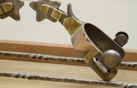 crocket-spur-table-detail_0